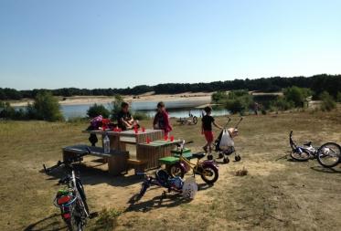 Nieuwe picknickbanken worden goed gebruikt